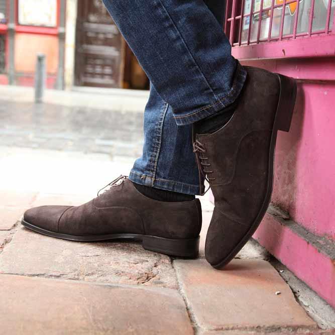 Zapato casual estilo Oxford de ante marrón para hombre Corso hecho a mano en España por Beatnik Shoes