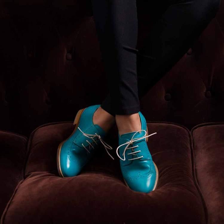Blucher de cordones azul para mujer Ethel Aqua hecho a mano en España por Beatnik Shoes