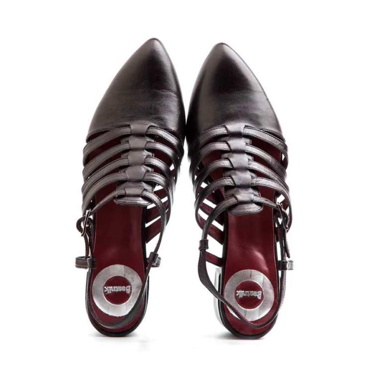 Sandalia cerrada negra para mujer Françoise por Beatnik Shoes