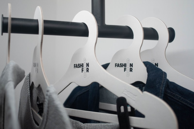 Fashion for Good is thoughtful about every decision they make. When creating this Experience, they thoroughly assessed everything against their sustainability criteria. The clothes hangers are made from cardboard.