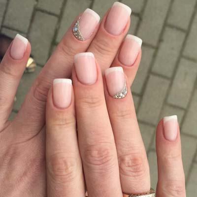 Κομψά και διακριτικά σχέδια για νύχια (19)