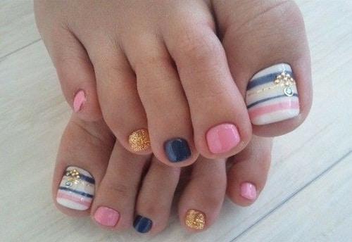 53 Strikingly Easy Toe Nail Designs 2021