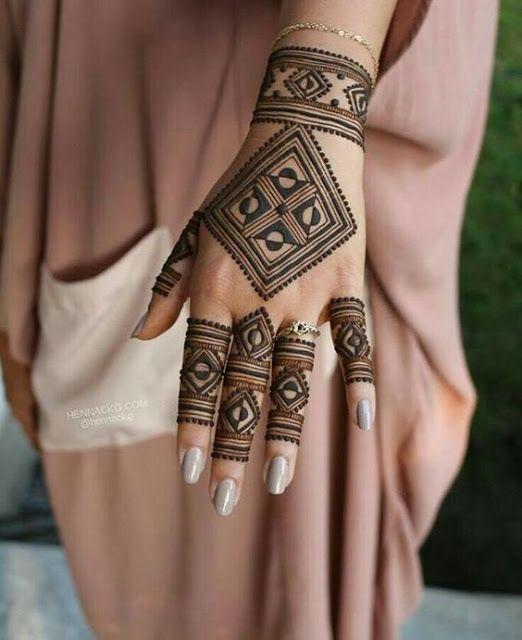 Beautiful Back Side Square Shaped Henna Design