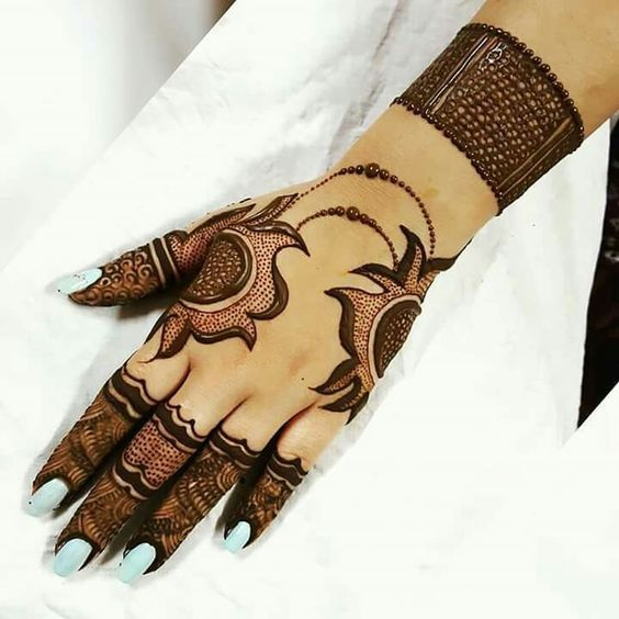 Perfect and simple Arabic Style Mehndi Design