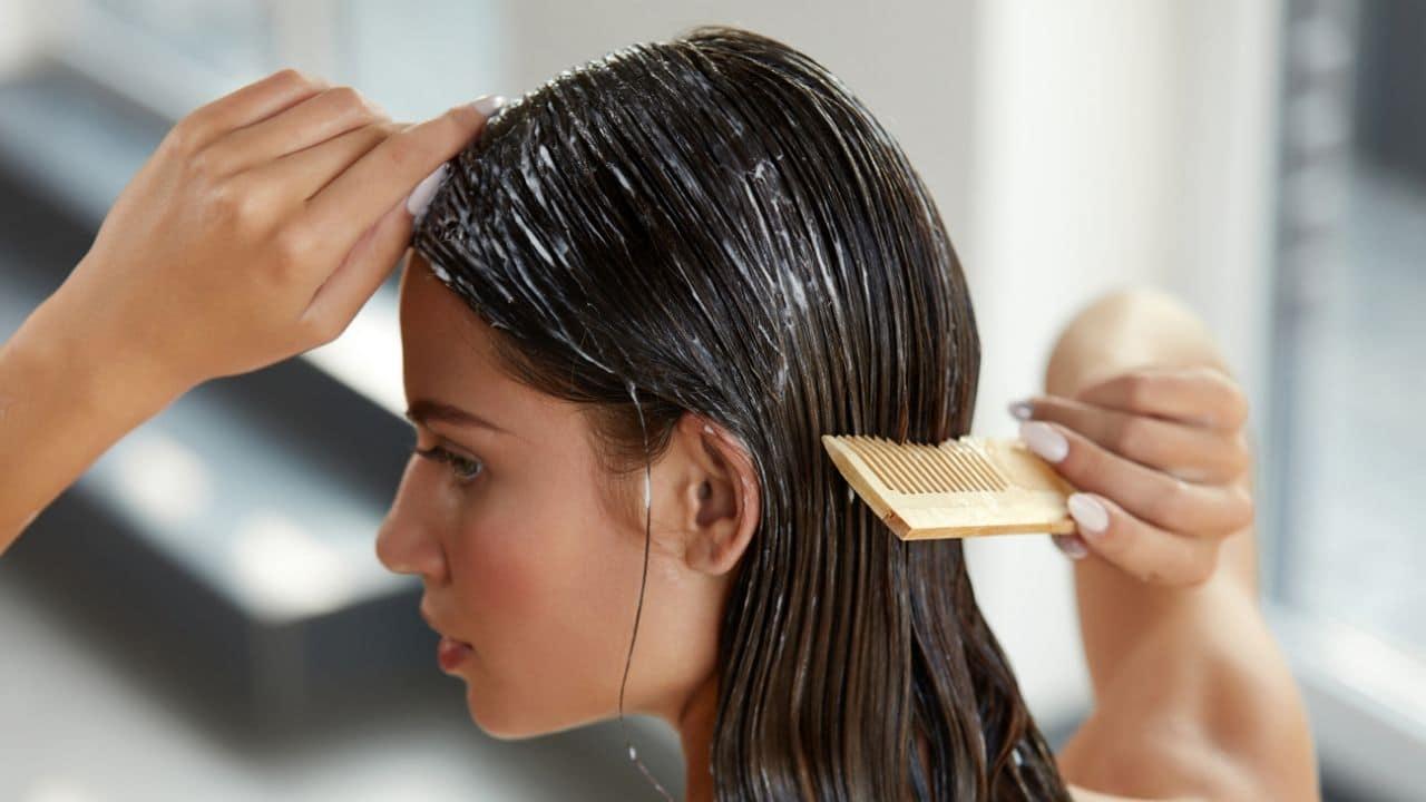 Benefits of Applying Curd On Hair Balon par dahi lagane ke fayde