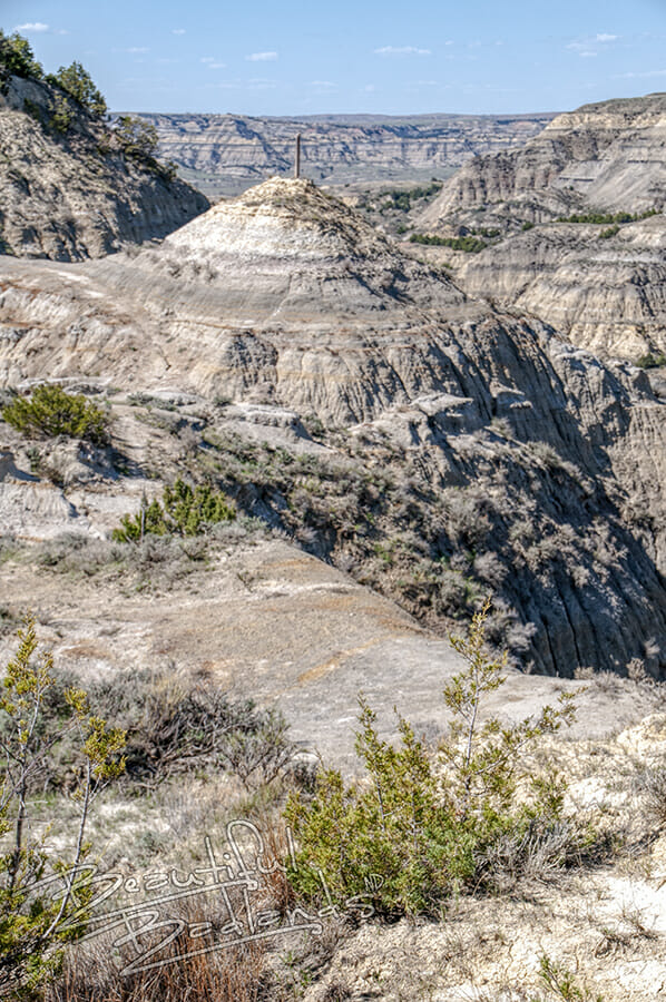 Badlands ridges connect hilltops