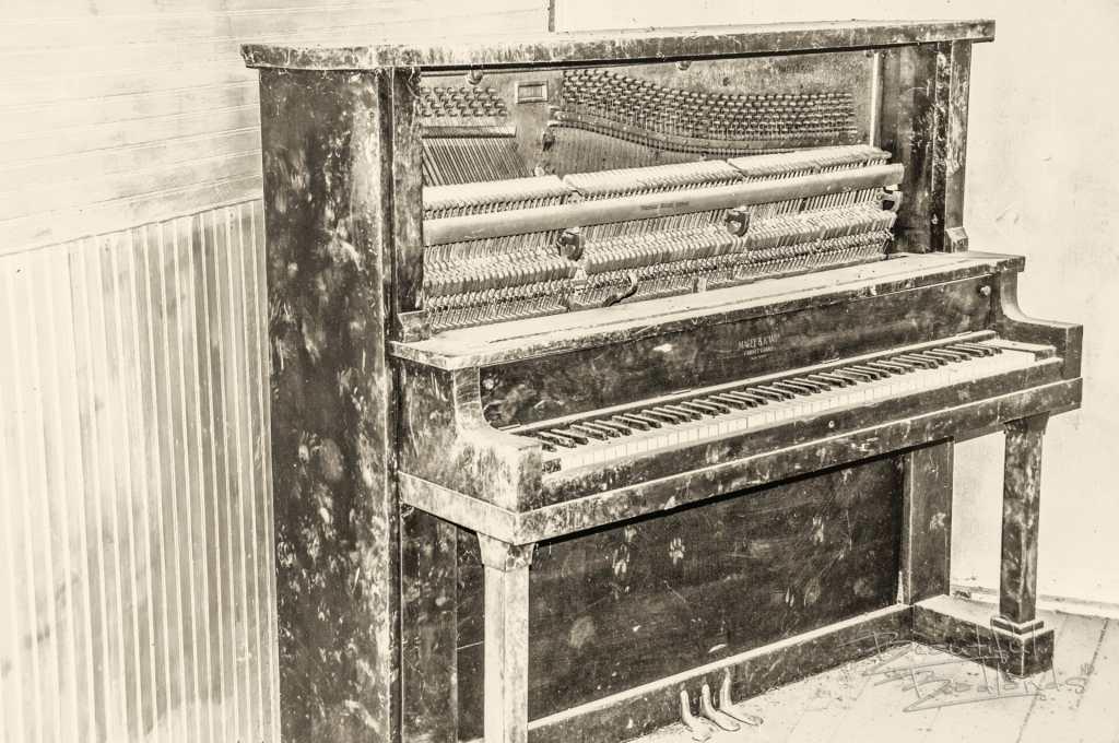 upright piano b&w