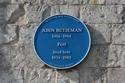 Blue plaque, where John Betjeman lived, 1934-1945, Garrards Farmhouse, Uffington