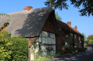 Thatched cottage and The Red Lion, Chapel Lane, Blewbury