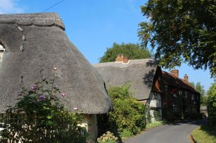 Thatched cottages and The Red Lion, Chapel Lane, Blewbury