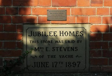 Plaque commemorating building of Jubilee Homes 1897, Chalfont St. Giles
