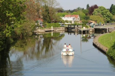 Boat entering Sunbury Lock, River Thames, Walton-on-Thames