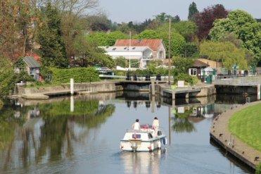 Boat entering Sunbury Lock, River Thames, Walton-on-Thames