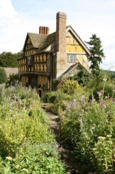 Gatehouse and garden, Stokesay Castle