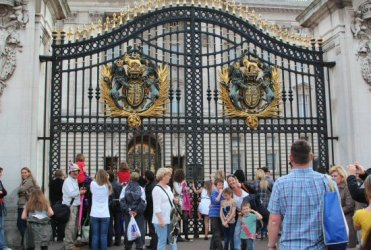Main gates, Buckingham Palace. Royal Wedding, Prince William and Kate, 29th April 2011