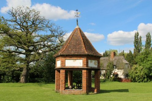 Pump and Wellhouse, Village Green, Ardeley