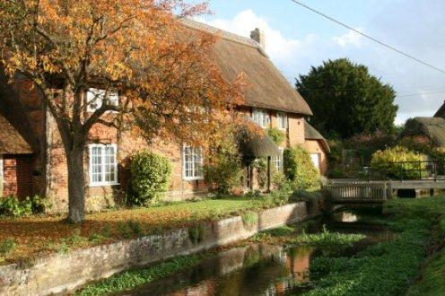 Stream running alongside thatched cottage, Rockbourne