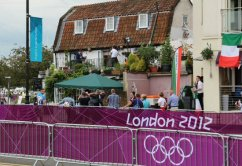 Mike Bushell, BBC broadcast, Hampton Court. Olympic Road Cycling Time Trials, 2012
