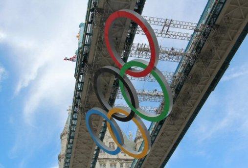 Olympic Rings descending, Tower Bridge. London 2012 Olympic Games