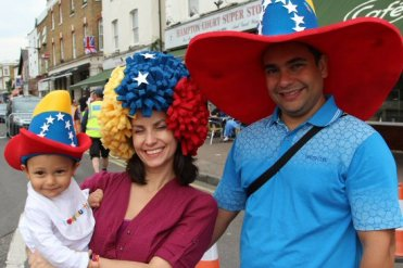 Venezuelan family, Hampton Court. Olympic Road Cycling Time Trials, 2012