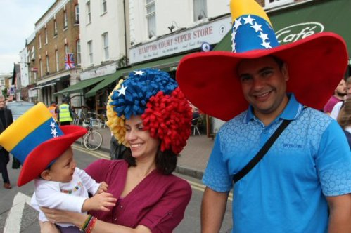 Venezuelan family, Hampton Court. Olympic Road Cycling Time Trials, 2012