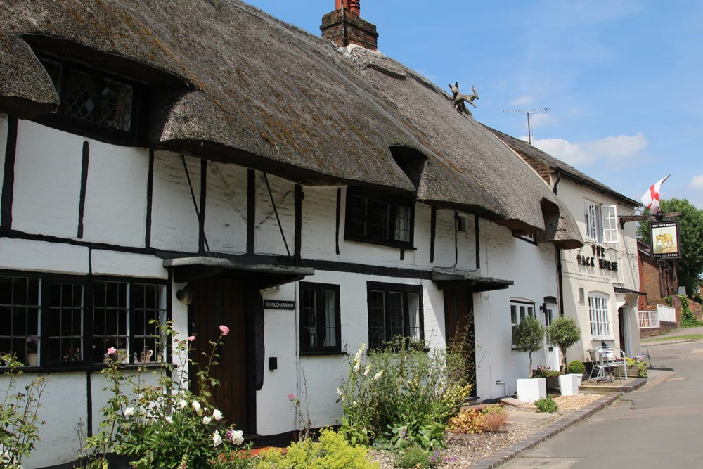 Anne Boleyn's Cottages and The Pack Horse pub, Tring Road, Wendover