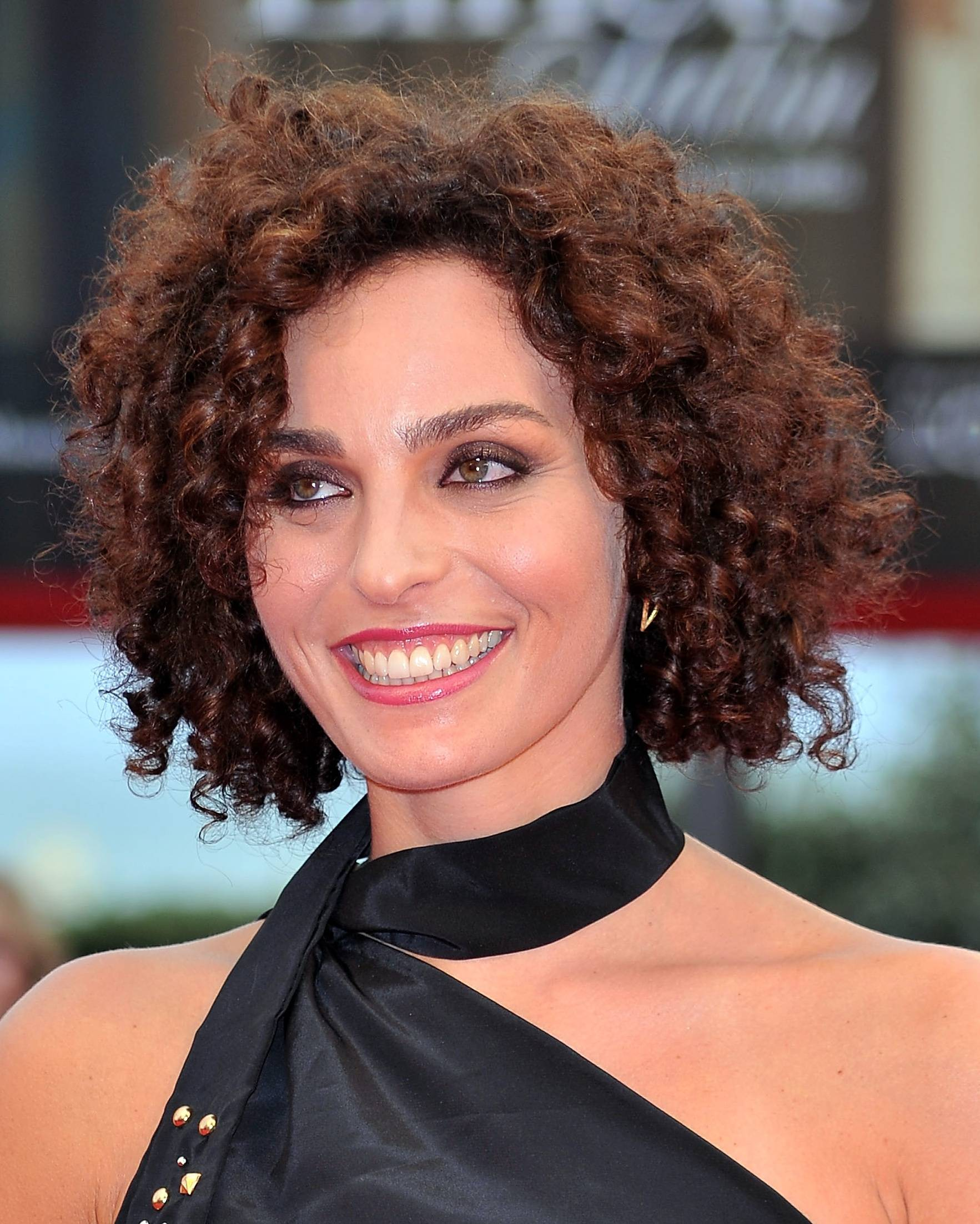 Popular Short Haircuts For Curly Hair Find Your Perfect Hair Style