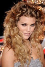 naturally curly hairstyles beautiful
