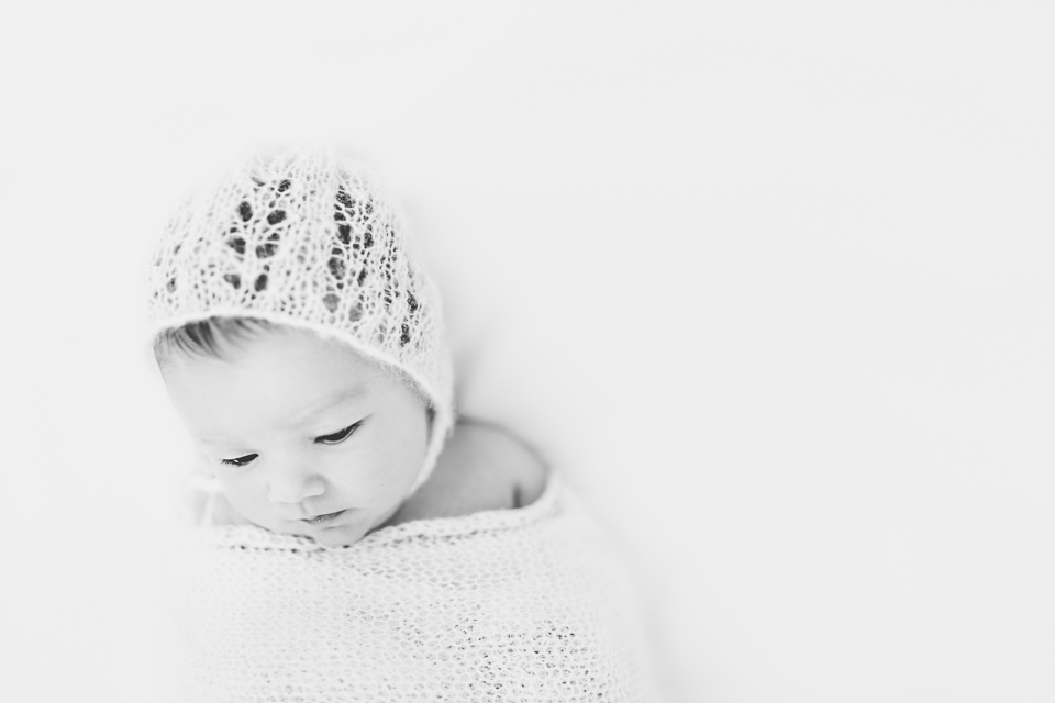 unsettled-baby-newborn-baby-photo-session-epsom