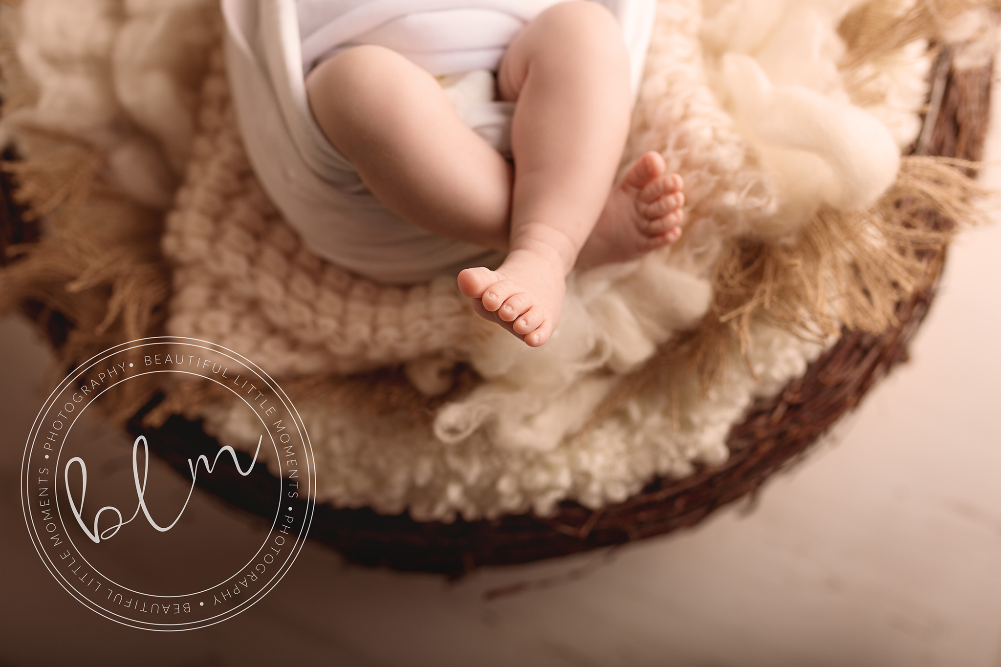newborn baby girl photo shoot baby feet