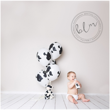 beautifullittlemoments-baby-photography-10-months-cow-print-theme
