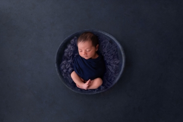 newborn-baby-boy-photo-shoot-epsom-surrey-blue-4