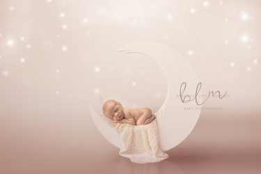 newborn-baby-moon-sky-photo-epsom-surrey