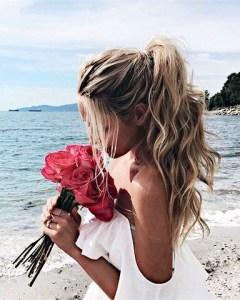 BEAUTIFUL MORNING EmilyMohsie-de-ponytail-240x300 vissengraatvlecht vet haar verbergen touperen simpele updo's ponytail half up bun haar hacks droogshampoo