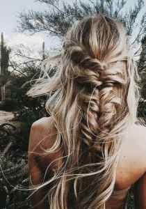 BEAUTIFUL MORNING misbegottens-vissengraat-vlecht-210x300 vissengraatvlecht vet haar verbergen touperen simpele updo's ponytail half up bun haar hacks droogshampoo