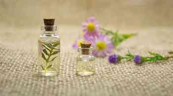 aromatherapy-bottles-close-up-672051