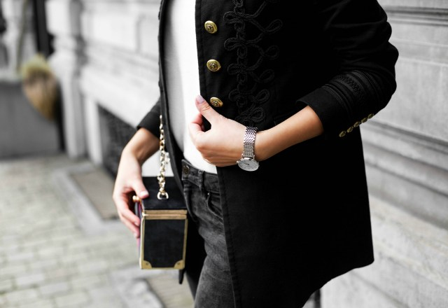 Make it monochrome outfit