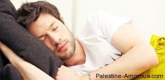 الفوائد الصحيه للنوم على الشق الايمن