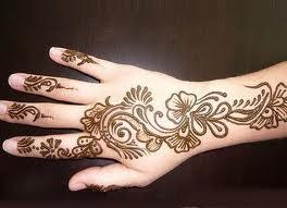 افكار لرسم  الحناء على اليدين