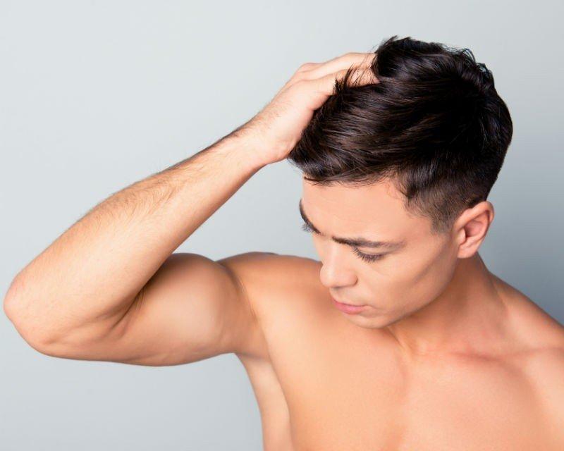 zabieg Dermapen na włosy dla mężczyzn