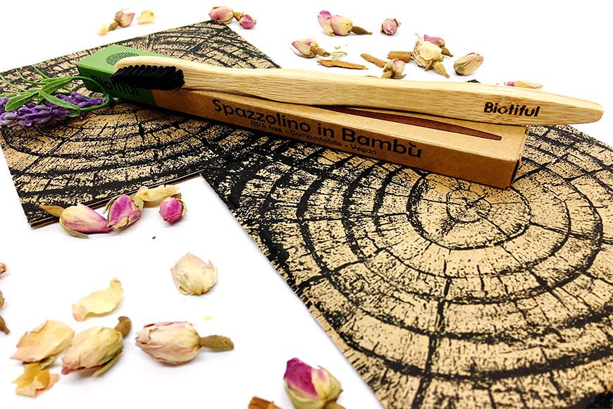Tema zero waste: Recensione spazzolino in Bambù con setole al carbone Biotiful 🌿🔄🚯