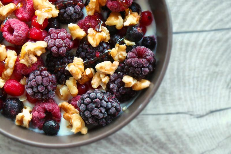 Yogurt with berries and nuts - quick and easy breakfast idea to lose weight and stay fit!