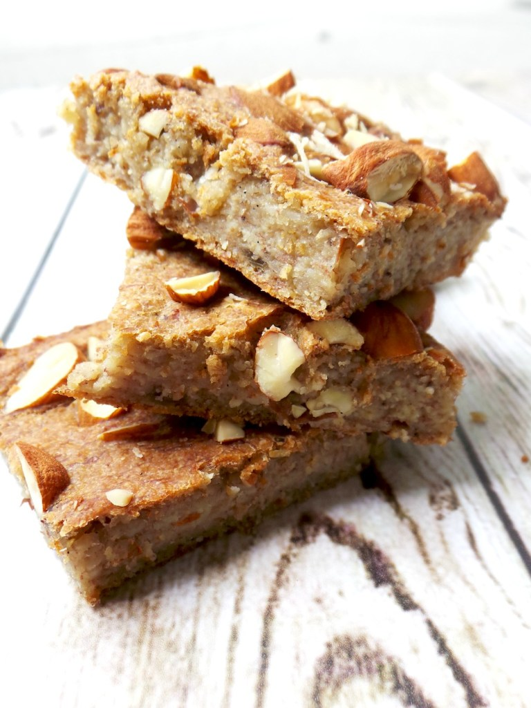 Healthy banana bread - vegan and flourless. This healthy snack is easy & just 5 ingredients to make, it's also good for a healthy meal prep as it keeps well in the fridge for up to 5 days. Healthy vegan breakfast | Healthy vegan banana bread | High-Fiber Breakfast Recipe