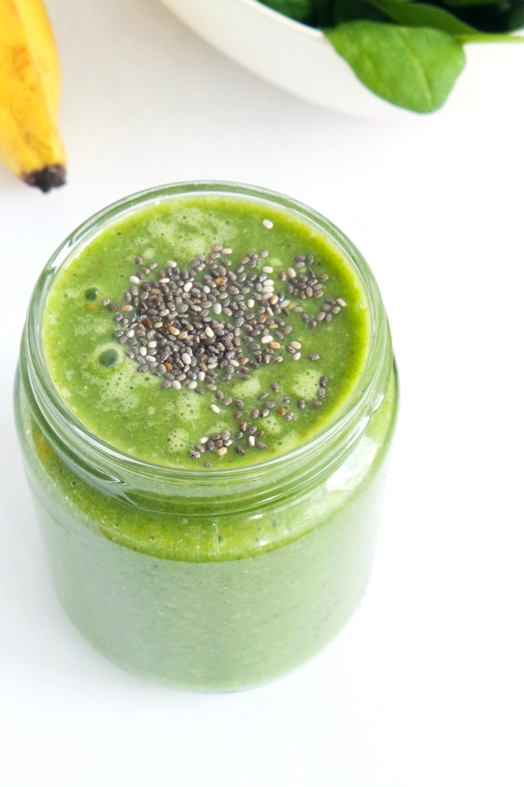 healthy green smoothie to get back on track! This would be good as a pre or post-workout smoothie, or as a super healthy vegan breakfast for more energy! | www.beautybites.org