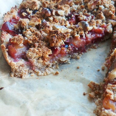 Healthy Plum Crumble Pie With Oats