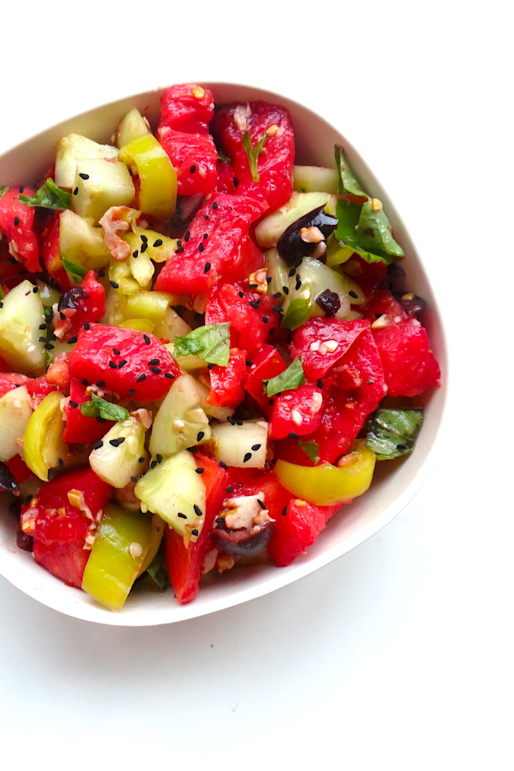 A special tomato and cucumber salad! This healthy salad is a low-carb vegan dinner recipe you can make in 10 minutes! | www.beautybites.org
