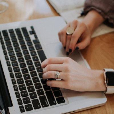 How to increase blog traffic - 5 things to help you stop being all over the place and use these blogging tips for beginners and beyond to grow and monetize your blog.