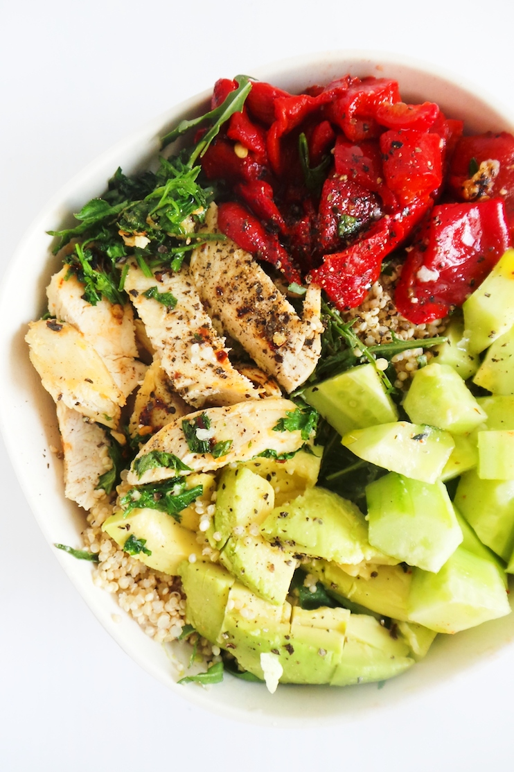 Quinoa salad with chicken and avocado! A filling and healthy salad recipe