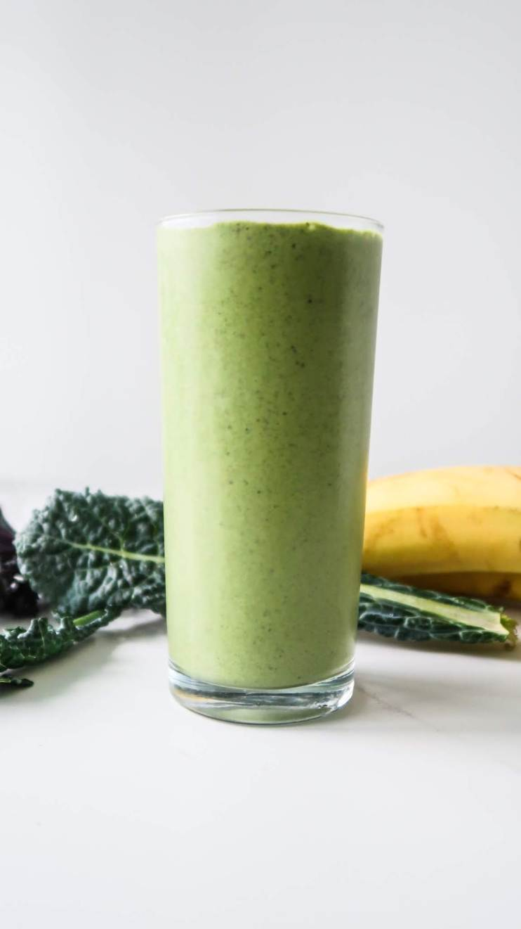 Easy green breakfast smoothie recipe - 3 ingredients and 5 minutes to make this delicious green smoothie for breakfast in the morning! Perfect for a post- or pre-workout snack as well!