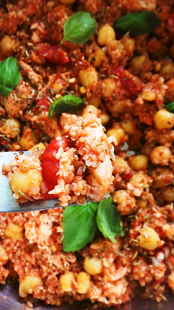 Easy Mediterranean Salmon With Quinoa And Chickpeas! Easy and healthy salmon dinner recipe you can make in one pan and around 20 minutes! It's gluten-free and dairy-free. | Clean Eating For Beginners